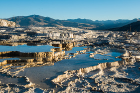 Kalksinterterrassen der Mammoth Hot Springs