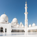 Der Innenhof der Sheikh Zayed Grand Mosque in Abu Dhabi